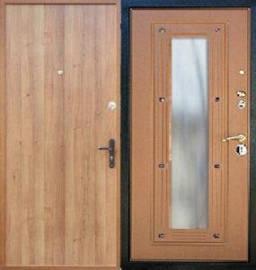 железная дверь в ламинате с зеркалом