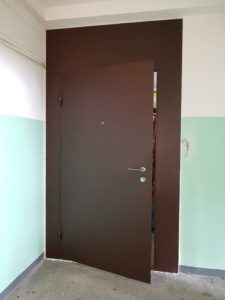 входные двери на лестничную площадку от производителя