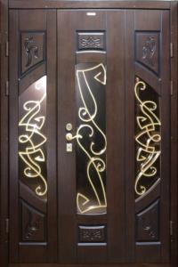 парадная входная дверь с ҡовкой