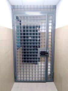 двери от лифта на площадк решетчатые сварные купить
