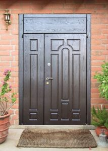 двери с врхней вставкой в дом под заказ