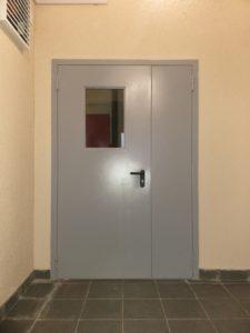 двери на лестницу +стеклопакет под заказ