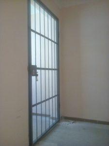 двери тамбурные решетчатые в подъезд заказать