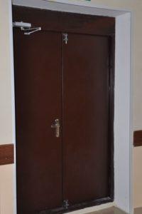 двери металлические в порошке+доводчик от производителя
